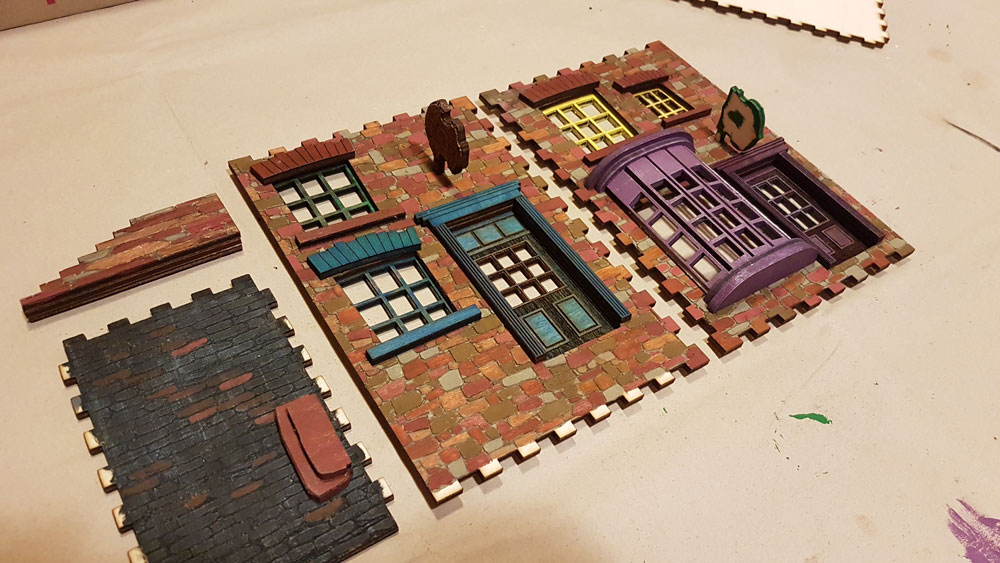 A legfontosabb Diagon Alley book nook elemek összeragasztva, festve és szárazecsetelve